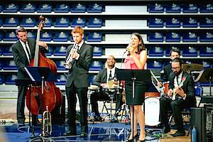 Univ of Toronto jazz singers